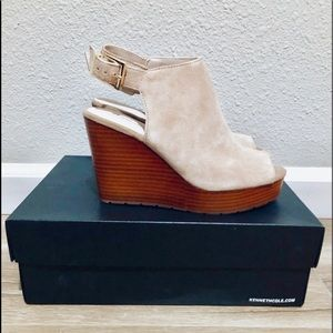 Kenneth Cole BRAND NEW Tan Wedges!